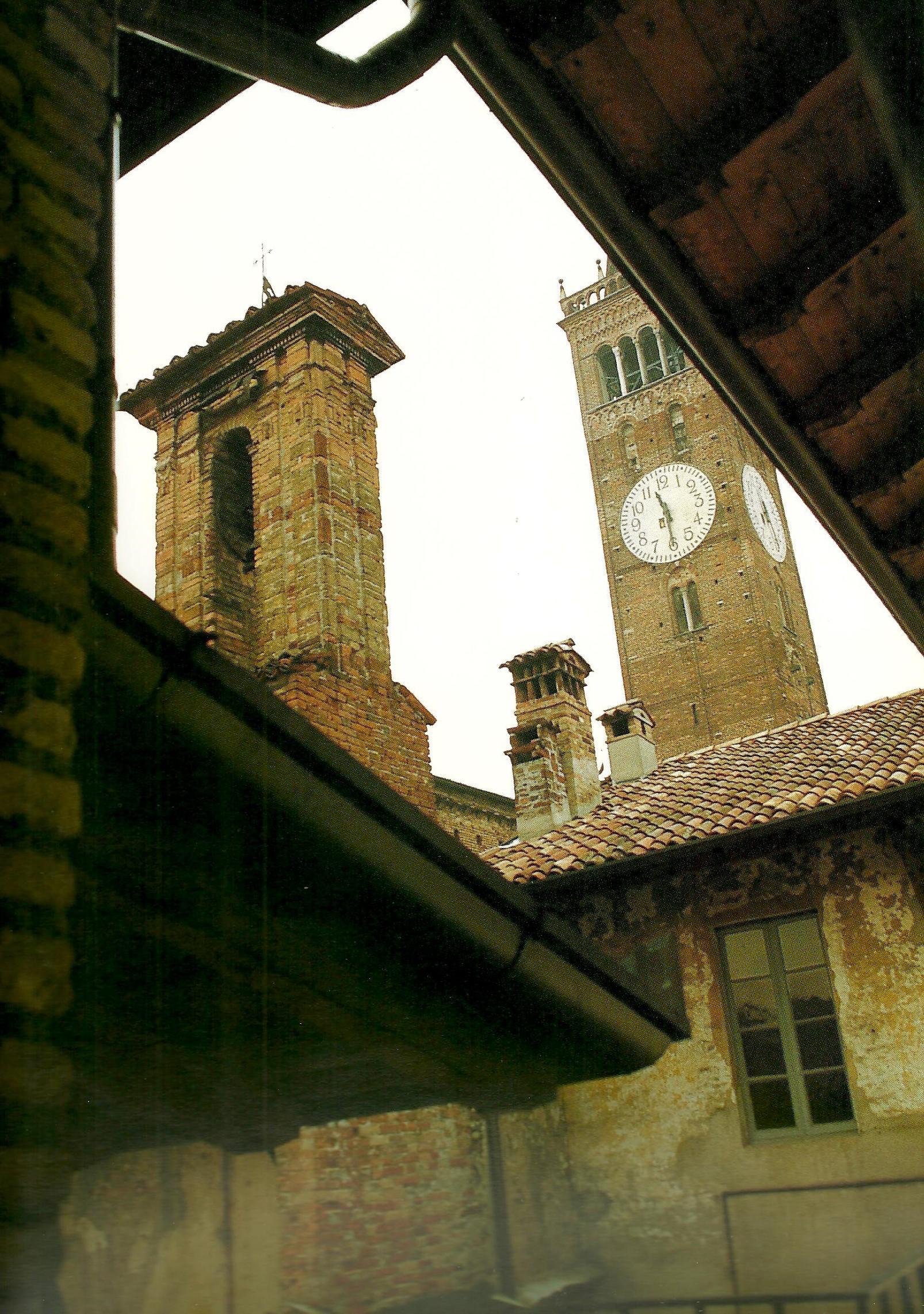 Treviglio vista Campanile ( interno cortile Via Roma )