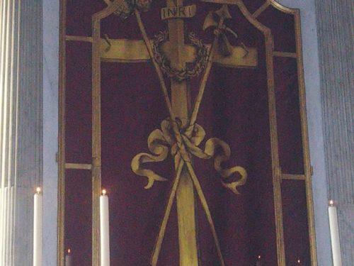 Velazione del Cristo crocefisso in legno ( Mandelli Mariella )