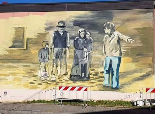 """Treviglio, un murale per """"L'albero degli zoccoli"""""""
