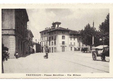Treviglio Revellino Piazza del Popolo